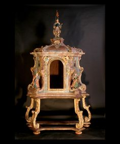 Extraordinary 18th century Venetian gilded Reliquary on original gilt wood base and adorned with three carved wood polychrome biblical figures