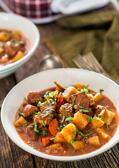 Crockpot Beef Stew - A hearty and savory slow cooker beef stew, perfect for those cold winter nights. This stew is loaded with beef, potatoes, carrots and green beans. Slow Cooker Stew Recipes, Slow Cooker Beef, Healthy Crockpot Recipes, Beef Recipes, Cooking Recipes, Crockpot Meat, Slow Cooking, Healthy Food, Mexican Pork Stew