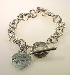 Bracciale Tiffany piastrina cuore e chiusura toggle in argento. Un Tiffany intramontabile,con inciso l'anno di fondazione.prezzo outlet.gioielleria orolive