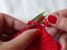 Graft sock toes, finish a hat or lengthen a scarf. Elizabeth Bagwell talks you through Kitchener stitch, a really handy invisible, seamless join. Kitchener