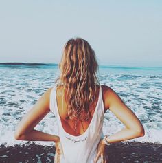 """✨ Beautiful picture from @laviederoosaparis in our """"watch your back"""" singlet✨She is visiting India!✈️ #blakeseven #laviederoos #india #traveller #wanderlust #travel #blogger #fashion #ootd #musthave #shop"""