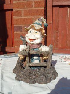 Rare-EFTELING-VOLK-VAN-LAAF-Water-Garden-Gnome-Elf-Figurine-Spade-Holland