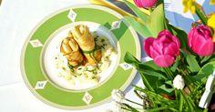 """Im #BergischesLand gibt es ganz viele wunderbare Rezepte. Wir kochen diese in unserer Reihe """"Typisch Bergisch"""" mit professioneller Hilfe nach. Diesmal gab es Spargel im Pfannkuchenröckchen. Lecker! #Spargel #Pfannkuchen #Rezept #DIY #Kochen #Regional #vegetarisch #bergisch #bergischesLand #Rezept"""