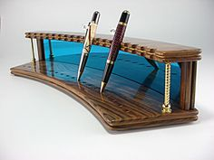 Wooden pen display rack - Gift For You Pen Design, Pen Turning, Wood Turning Projects, Pen Case, Woodworking Projects Diy, Pen And Paper, Writing Instruments, Making Ideas, Wooden Pens