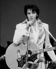 Elvis on stage. Elvis Sings, Elvis Memorabilia, Graceland Elvis, Elvis Presley Images, Elvis In Concert, John Lennon Beatles, You're Hot, Lisa Marie Presley, Chuck Berry