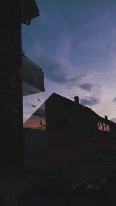 pin: l i s s e t t e✨💜 Samsung Wallpapers, Wallpapers Tumblr, Tumblr Wallpaper, Cute Wallpapers, Aesthetic Backgrounds, Aesthetic Iphone Wallpaper, Aesthetic Wallpapers, Dark Wallpaper, Screen Wallpaper