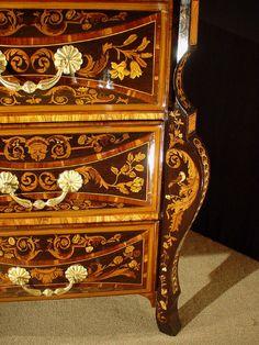 Commode Mazarine Hache est en vente sur notre Brocante en ligne par antiquesprovence Plus de photos et contact à cette adresse : http://www.lesbrocanteurs.fr/annonce-antiquaire/commode-mazarine-hache/