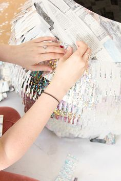 Be the star of the costume par-tay with this DIY disco ball costume! Costume Disco, 70s Costume, Hippie Costume, Diy Costumes, Costume Ideas, Disco Party, Disco Ball, Pregnant Halloween Costumes, Pregnancy Costumes