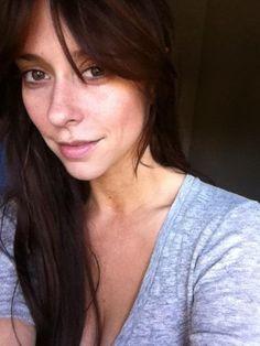 Jennifer Love Hewitt is beautiful no matter what. Here she is naturally.