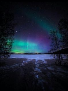 Aurora Borealis over Finland. Although it doesn't have to be Finland necessarily. Beautiful Sky, Beautiful Landscapes, Beautiful Places, Beautiful Lights, 4k Photography, Landscape Photography, Night Skies, Night Night, Amazing Nature
