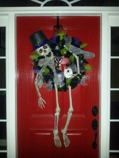 HALLOWEEN SKELETON WREATH idea
