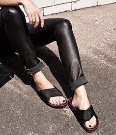 """Les sandales """"esprit Birkenstock"""", parfaites pour offrir un twist printanier à nos slim en cuir ?"""