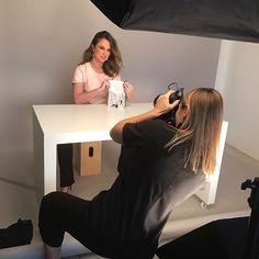 A especialista em mercado de luxo @manuberger participa de sessão de fotos com a fotógrafa Karine Basilio. A campanha divulga o lançamento internacional de seu livro que contará com a exibição das fotos na Times Square em NY. O lançamento conta com o apoio das marcas de luxo brasileiras @ferneleather @silviaalthoff #livromanuberger  via HARPER'S BAZAAR BRAZIL MAGAZINE OFFICIAL INSTAGRAM - Fashion Campaigns  Haute Couture  Advertising  Editorial Photography  Magazine Cover Designs…