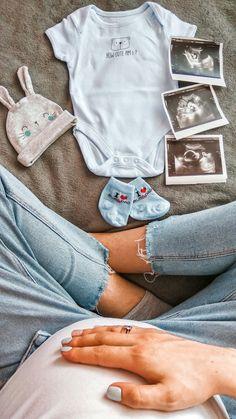 Newborn Baby Photos, Newborn Pictures, Maternity Pictures, Baby Boy Newborn, Cute Pregnancy Pictures, Baby Bump Pictures, Maternity Photography Poses, Newborn Baby Photography, Couple Pregnancy Photoshoot