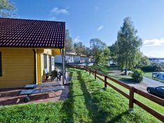 """Holz-Ferienhaus """"Stockholm"""" (65m²) für max. 5 Personen und 2 Haustiere in Userin in einem 5-Sterne-Camping- und Ferienpark am Woblitzsee. Restaurant mit Seeterrasse, Kanuzentrum, Waldhochseilgarten, Tipidorf, Spielplätze, Trampolinanlagen, Sauna und vielem mehr."""
