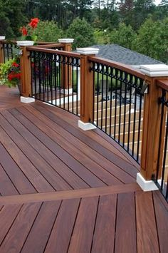 Are you thinking of how to build outdoor deck plans to beautify your outdoor living spaces? I have here how to build outdoor deck plans living spaces ideas. Deck Railing Design, Deck Railings, Deck Design, Landscape Design, Railing Ideas, Pergola Ideas, Black Railing, Deck Stain Colors, Deck Colors