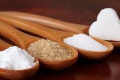 Intolerancia a la sacarosa: esta intolerancia es debida a la ingesta de azúcar común, descompuesta por las bacterias intestinales, que provoca muchos desechos y produce gases.