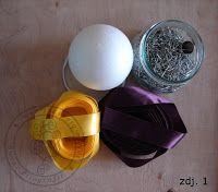 Świat Filografii: Bombka karczochowa (wstążkowa) - kurs Quilted Christmas Ornaments, Christmas Favors, Christmas Crafts, Fabric Balls, Ribbon Crafts, Fabric Flowers, Origami, Homemade, Quilts