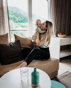 Familienurlaub ♥️ wir sind heute im @hotellinde am Wörthersee angekommen und wir lieben es! Unser Zimmer ist einfach ein Traum- schaut mal in unsere Stories 😱 und jetzt gehts gleich zum Abendessen! Heute ist SUSHI-MONDAY 🍣 🤤 Werbung #hotellinde #seebar #lindeseebar #visitcarinthia #wörthersee #mariawörth #familienreise #reiseblog #familytravel #familienzeit #mamaliebe #hotelstogo #hotelswithaview #lakewörthersee #kärnten #familienhotel Maria Wörth, Floor Chair, Sushi, To Go, Hotels, Flooring, Furniture, Instagram, Home Decor