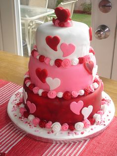 This would be cute for a Valentine wedding. Valentines Cakes And Cupcakes, Valentine Cake, Valentine Treats, Cupcake Cakes, Cupcake Party, Beautiful Cakes, Amazing Cakes, Wedding Shower Cakes, Bridal Shower