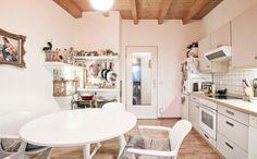 sch ne aachener k che mit holzdielen boden und gem tlichem essbereich wohnen in aachen aachen. Black Bedroom Furniture Sets. Home Design Ideas