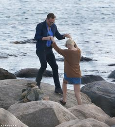 Exclusive pictures reveal Taylor Swift is secretly romancing future James Bond Tom Hiddleston just two weeks after dumping Scottish DJ Calvin Harris. Taylor Swift Y Tom, Taylor And Tom Hiddleston, Rhode Island Beaches, Cute Celebrity Couples, Calvin Harris, New Boyfriend, Cute Celebrities, Celebs, Amor