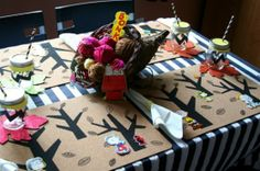 Charlie Brown Thanksgiving Table Idea for Kids