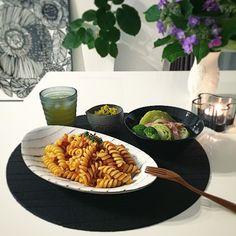 Instagram media by bellrent - Today's dinner.  うちの人は今日も帰りが遅めなのでお先にひとりご飯✳︎ 実家から沢山もらった野菜のなかにキャベツが2つもあったので今日はそのうちのひとつを丸々使ってコンソメバタースープ♡  すっごく久しぶりに作ったけど安定の美味しさ(⁎ ́ ̥̥̥̥̥॰ଳ ̀⁎)笑  キャベツの旨みとバターの風味がギューッと詰まってペロッと食べれちゃうよね( ˊ ˋ)♡ あとはいつものカボチャサラダとMUJIのパスタ( *ˊᵕˋ)  今日も、ごちそうさまでした(*˘︶˘*) #晩御飯#晩ご飯#おうちcafe#おうちカフェ#アジサイ#紫陽花#あじさい#ディナー#dinner#パスタ#フジッリ#桑田智香子