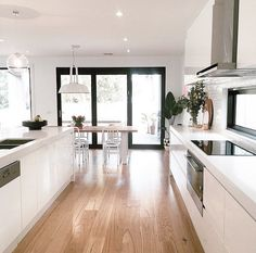 Perfect kitchen - White open plan kitchen dining room with French influence Open Plan Kitchen Living Room, Home Decor Kitchen, New Kitchen, Home Kitchens, Dining Room, Kitchen White, Küchen Design, Home Design, Home Interior