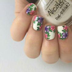 Pink and purple flowers #nailart @jenniferw