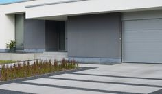 like the stripes here, but then two bluish colors of tile (or sand+blue), and bakken ipv bloembed Modern Driveway, Driveway Design, Concrete Patios, Modern Landscaping, Outdoor Landscaping, Outside Living, Outdoor Living, Front Walkway, Modern Landscape Design