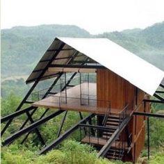 Iluminada e arejada. Essas são as características mais marcantes da residência verde construída no meio da selva em Mathugama,no Sri Lanka.