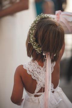 FLOWERCROWN.Cute flowergirl with babys breath crown! wonderwed.de #flowercrown #wedding