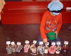 Sinterklaas activiteit. Evenveel kruidnootjes in de schoen als het getal aangeeft.