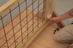 Deck Railing With Hogwire Panels: 12 Steps (with Pictures) Cool Deck, Diy Deck, Railing Design, Deck Design, Railing Ideas, Treehouse Supplies, Wire Deck Railing, Porch Railings, Deck Stairs
