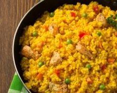 riz au poulet et petit pois, aromatisé au safran : http://www.cuisineaz.com/recettes/riz-au-poulet-et-petit-pois-aromatise-au-safran-66504.aspx