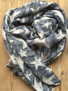 Sjaal met sterren, donkerblauw. www.hartenensterren.nl