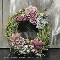 Latest Pictures Fall Wreath floral Concepts The autumn year or so brings with it cozy sturdy colorings, feathery plant life and several harvest Diy Fall Wreath, Autumn Wreaths, Fall Diy, Remembrance Flowers, Memorial Flowers, Deco Floral, Arte Floral, Thanksgiving Wreaths, Christmas Wreaths