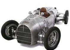 Powered Auto Union replica, the ultimate child's Christmas present :)