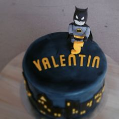 Batman cake, with a town silhouette.