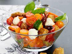 Panzanella-salaatti 2 - Reseptit My Cookbook, Fruit Salad, Mozzarella, Good Food, Vegetarian, Snacks, Baking, Eat, Breakfast