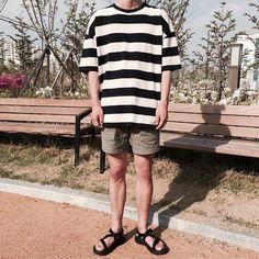 Korean Fashion Men, Dope Fashion, Asian Fashion, Fashion Outfits, Trendy Outfits, Estilo Hipster, Aesthetic Fashion, Fashion Lookbook, Mens Clothing Styles
