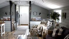 Båthuset rustades upp - Skonahem Great idea for attic/bunk room One Room Apartment, Mad About The House, Summer Cabins, Attic Bedrooms, Attic Spaces, Small Spaces, Wood Beams, Decoration, Nooks