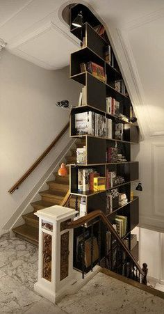 Even though I don't have a large book collection (yet!), I love to see books used as décor. Such a practical way to decorate a space and show off your collection.