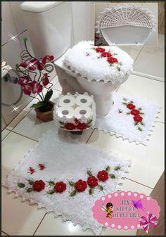 I would think this would get gross. Crochet Bunny, Crochet Home, Crochet Yarn, Free Crochet, Crochet Doilies, Crochet Flowers, Woolen Craft, Christmas Bathroom Decor, Simply Crochet