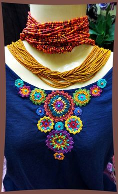 Decorate a plain t-shirt Crochet Flowers, Crochet Lace, Crochet Stitches, Embroidery Stitches, Scarf Hairstyles Short, Mexican Crafts, Crochet Blouse, Crochet Clothes, Baby Knitting