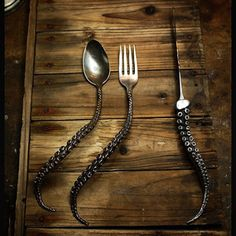 SEA-LIFE DINING SET - Silver plated with antiqued silver handles, the fork, spoon and knife bear a tentacle motif brought to fruition by artist Perry Gargano. Octopus Decor, Octopus Art, Kraken, Deco Restaurant, Gothic House, Metal Art, Sweet Home, House Design, Mad Design