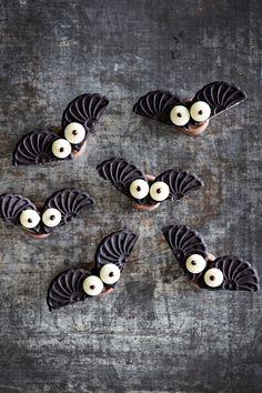 Lepakot | K-Ruoka Holidays Halloween, Halloween Kids, Happy Halloween, Halloween Party, Postres Halloween, Food Inspiration, Food And Drink, Diy Crafts, Baking