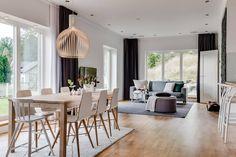 Blog wnętrzarski - design, nowoczesne projekty wnętrz: Salon z aneksem kuchennym i jadalnią w domu