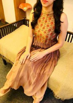 Dress fancy long neckline for 2019 Simple Kurti Designs, Kurta Designs Women, Salwar Designs, Dress Neck Designs, Fancy Blouse Designs, Indian Designer Outfits, Designer Dresses, Couture Dresses, Fashion Dresses
